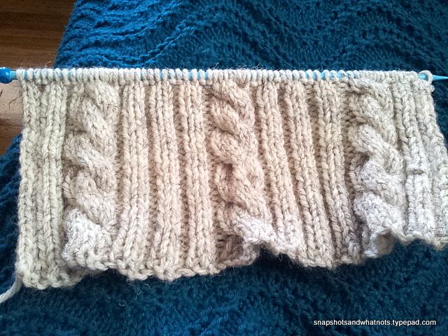 Cable knit cushion cover tutorial and pattern - snapshotsandwhatnots.typepad (1)