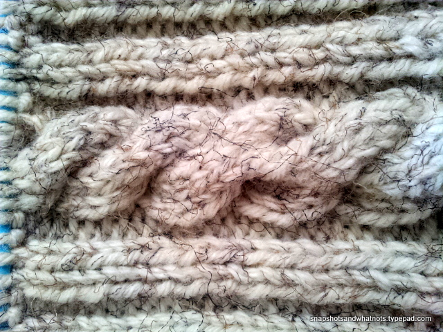 Cable knit cushion cover tutorial and pattern - snapshotsandwhatnots.typepad (2)