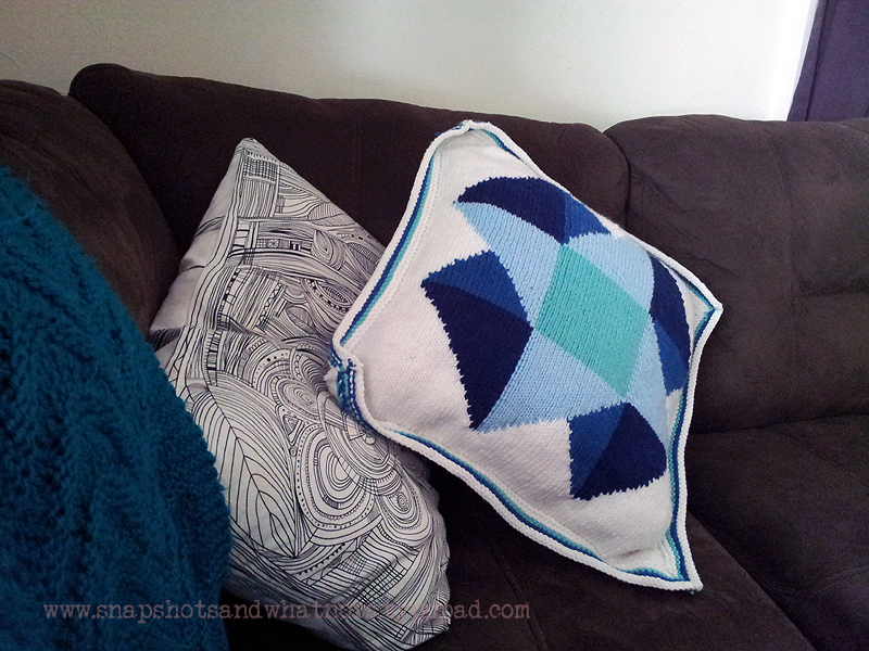 Beginner intarsia knitting project - patchwork cushion cover with zipper (4)